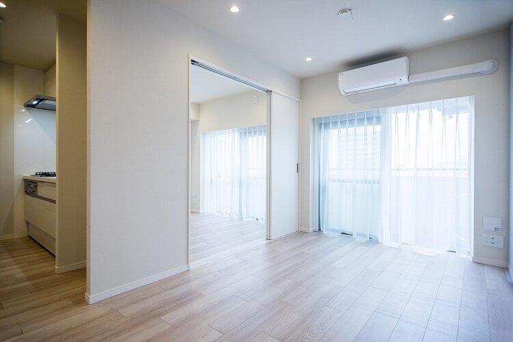 リビングダイングと隣接した洋室は、ドアを開けておくことで開放感もあるお部屋になっています